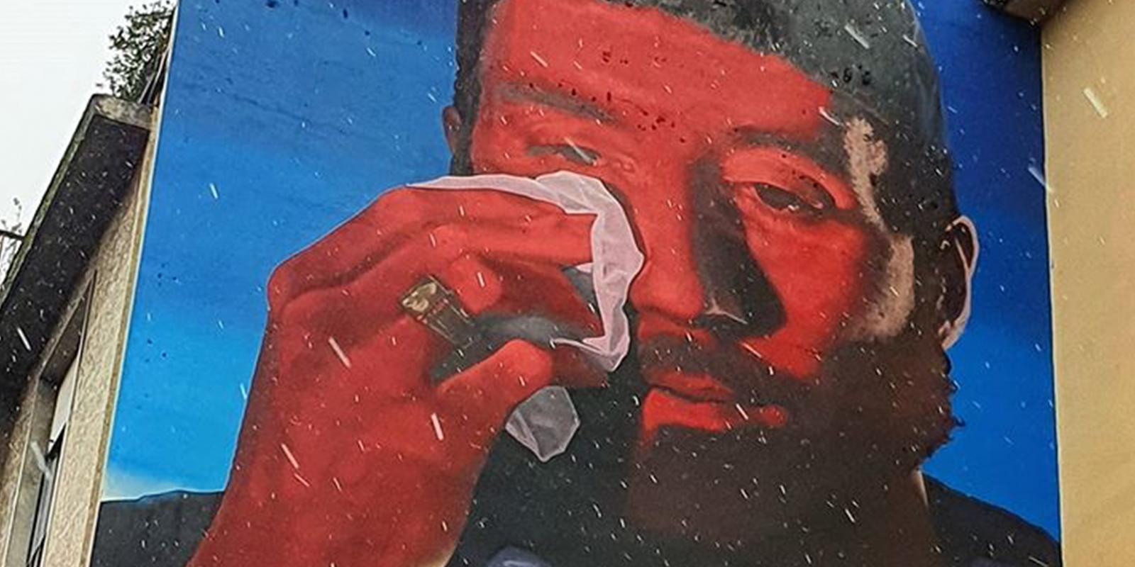 Mentre nessuno guarda, il murale di Mecna ci guarda banner