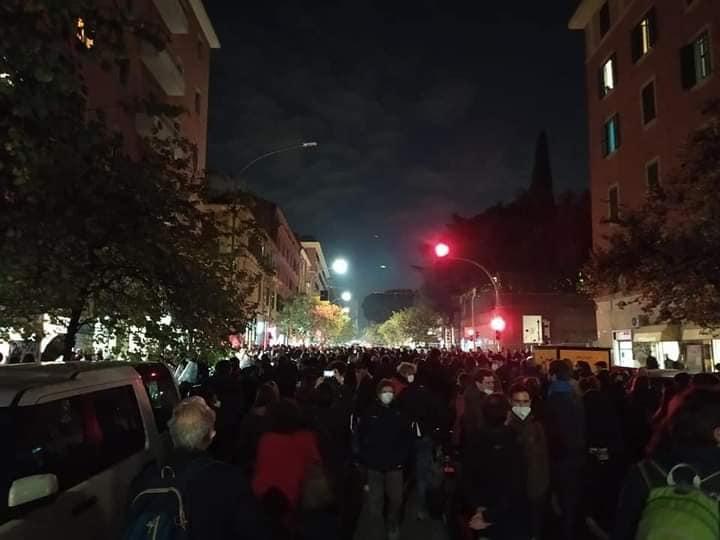 Politica_contro_la_Cultura-Nuovo-Cinema-Palazzo-goldworld-proteste-2