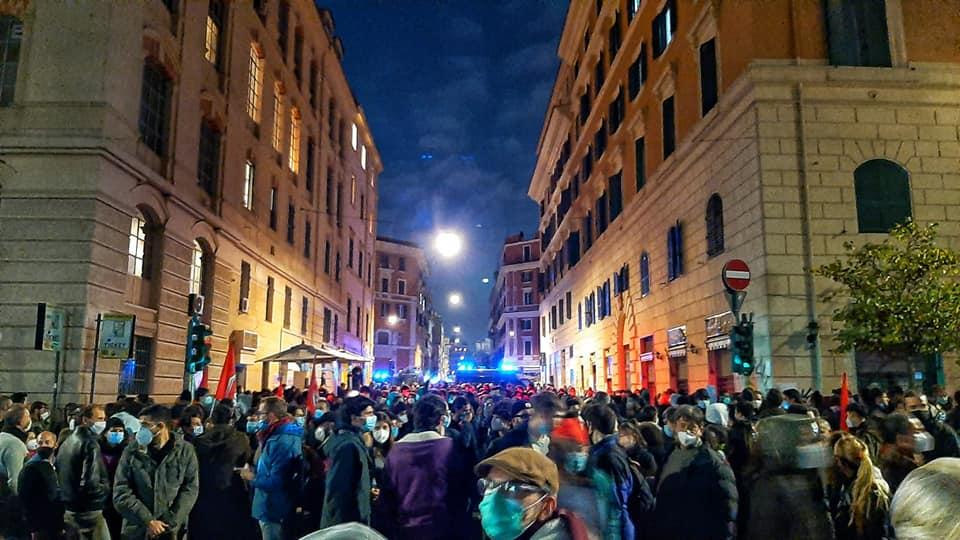 Politica_contro_la_Cultura-Nuovo-Cinema-Palazzo-goldworld-proteste