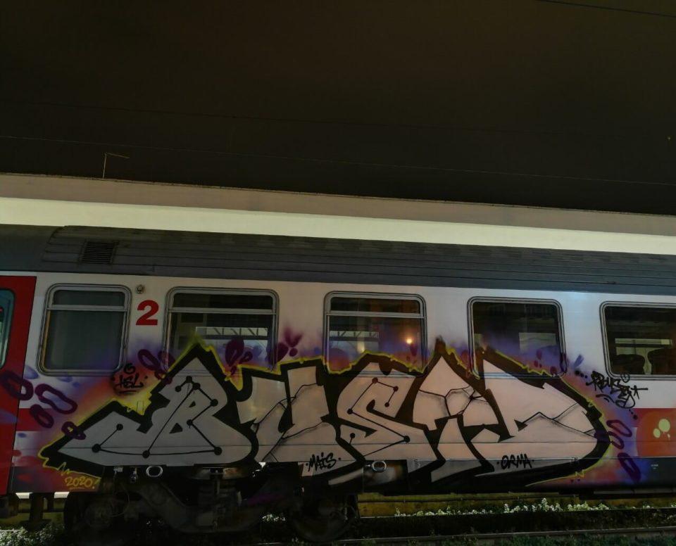 Spray_Wars-Busted-Graffiti-04-goldworld