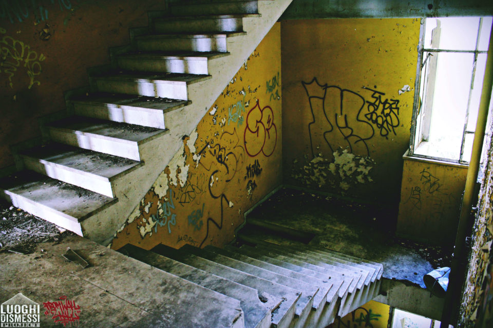 Chicoria-Luoghi_Dismessi-From_Wall_to_Hall-goldworld-3