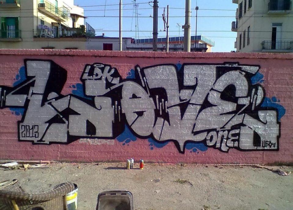 Freshlove-spray_wars-writing-goldworld-21