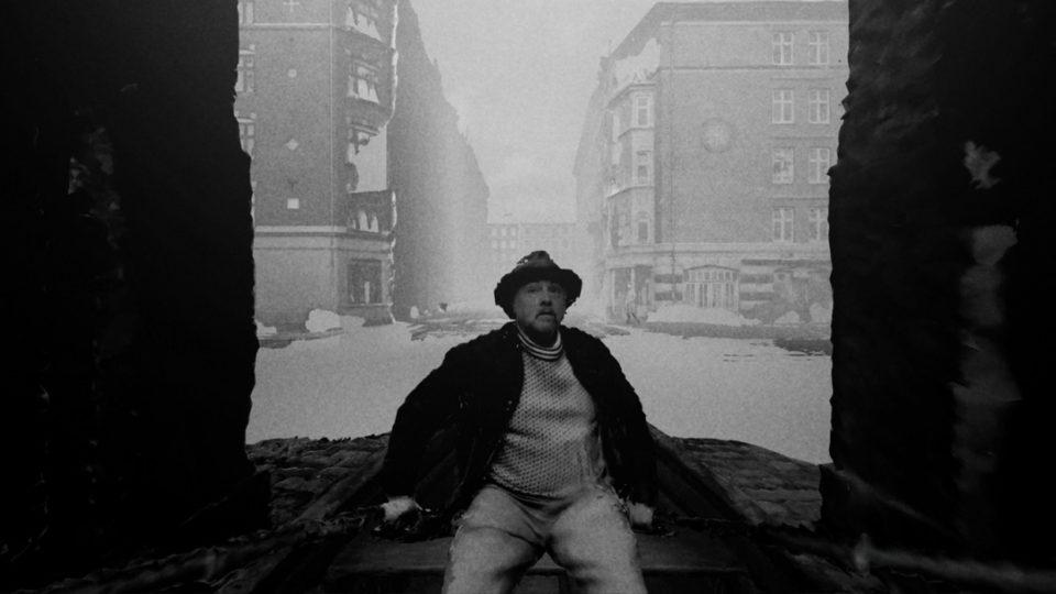 Venezia_78-Film-VR_Expanded-End_Of_Night-goldworld